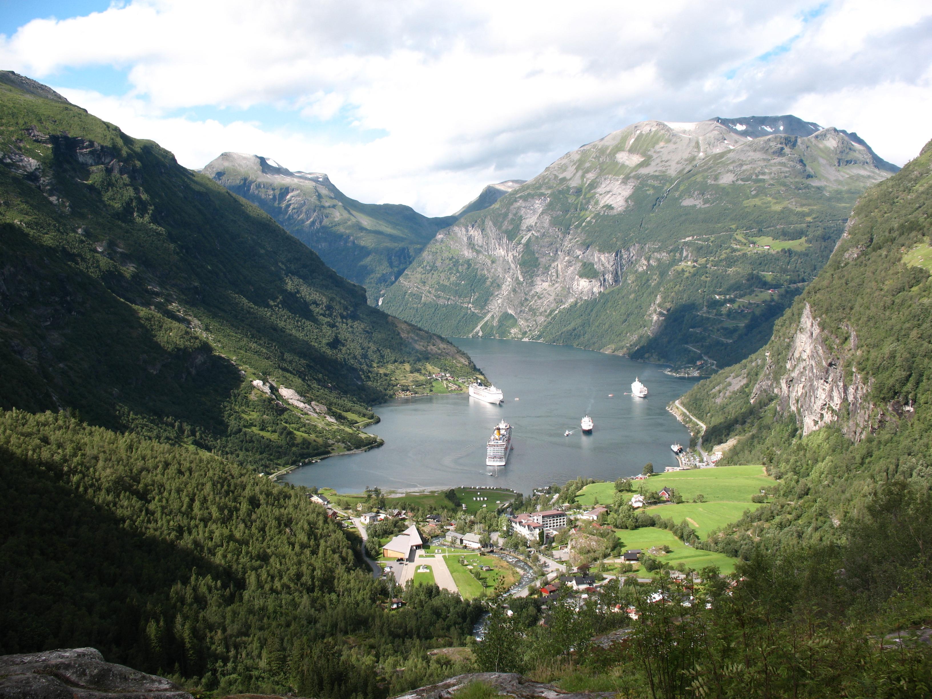 Les Grands Fjords par la route des Trolls