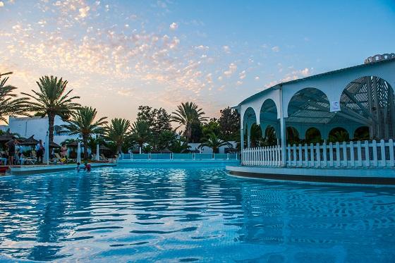 Hotel_club_president_piscine_exterieur3503092210b6938212b75071f56d8445