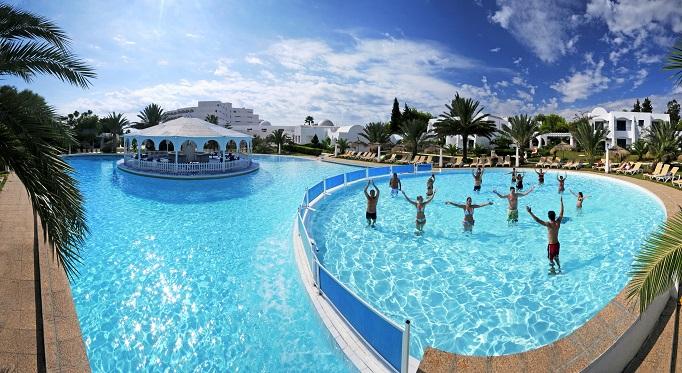Hotel_club_president_piscine_exterieurd240278231aab713c3115b785102d3f8