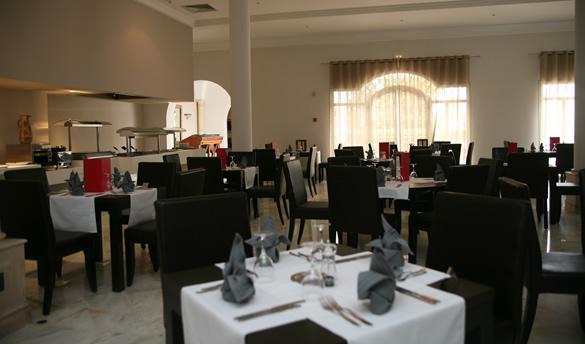 vincci flora park restaurant centraled225